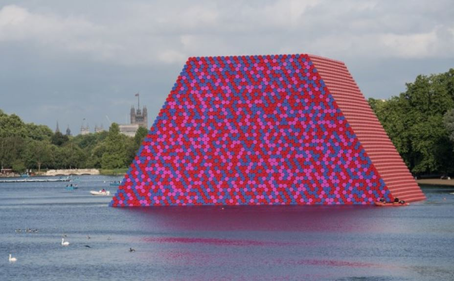 Christo's 'The London Mastaba' on the Serpentine Lake. Courtesy of the Serpentine Galleries.