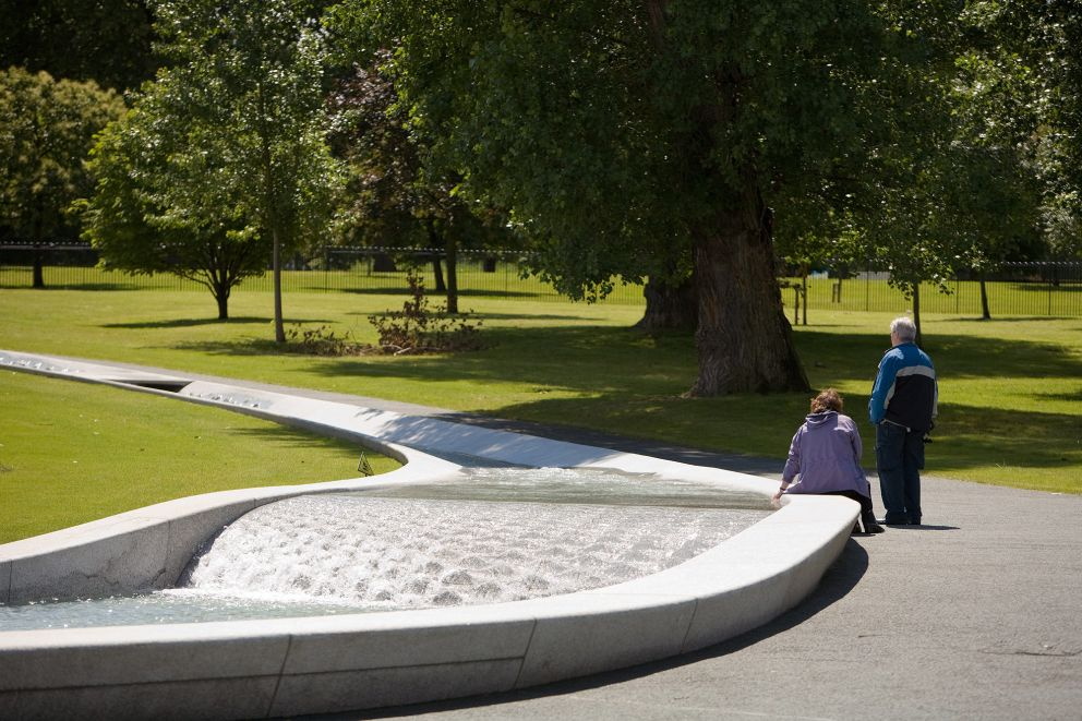 Take a picnic and sit by the Diana Memorial fountain