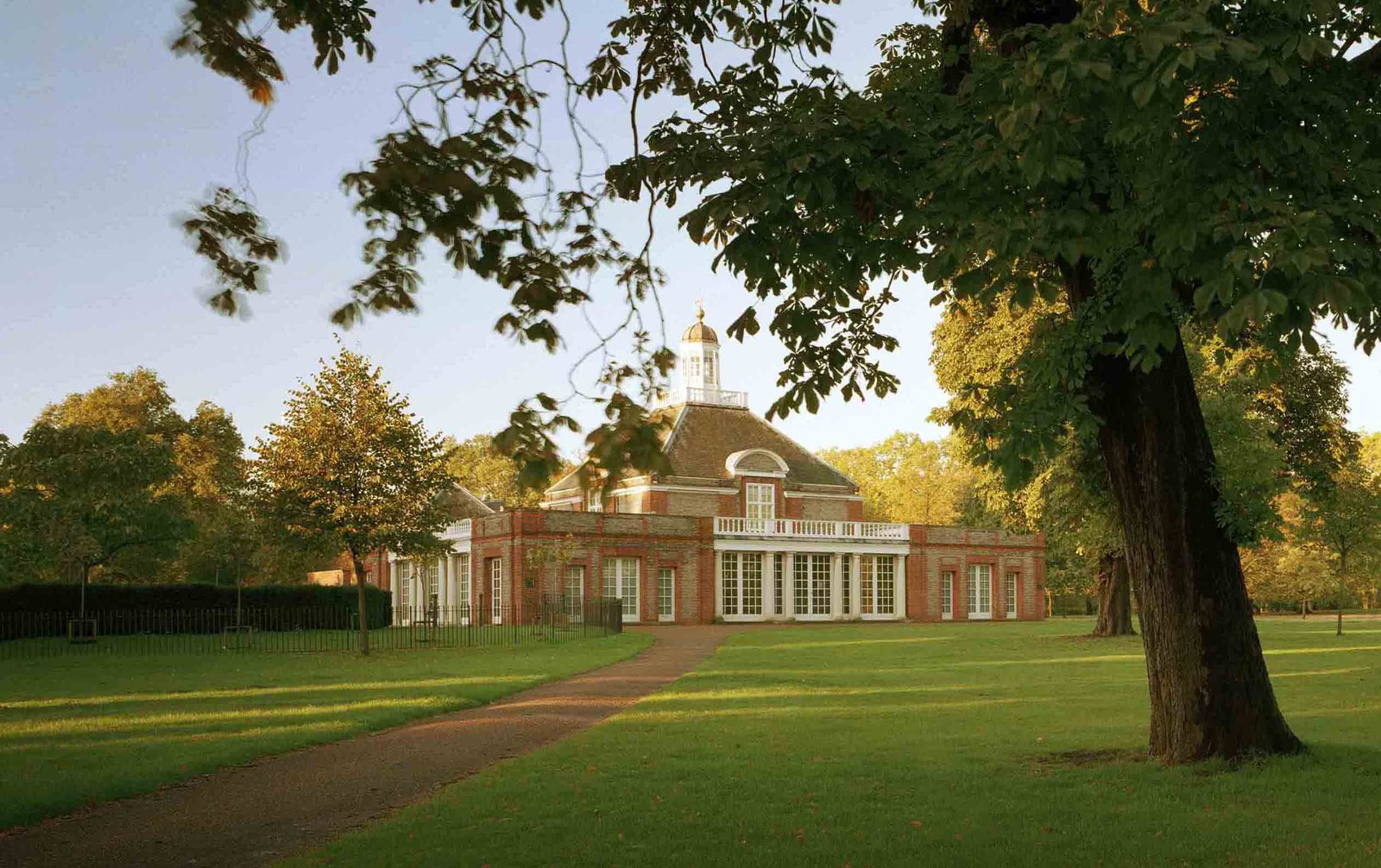 The Serpentine Gallery Photograph © 2007 John Offenbach